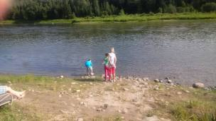 kids-enjoy-the-shallow-waters-at-metis-crossing