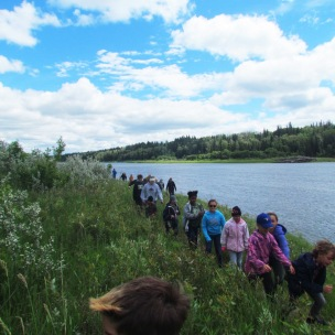 more-kids-enjoying-beaver-birch-trail-at-metis-crossing